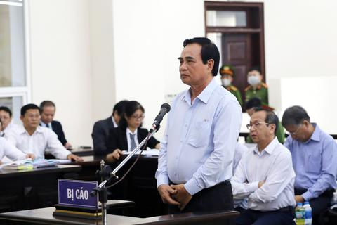 Cựu Chủ tịch Đà Nẵng Văn Hữu Chiến đề nghị tòa tuyên mình không phạm tội!