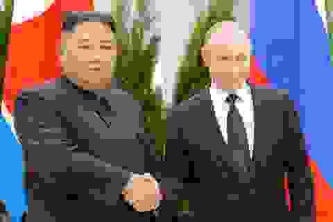 Tổng thống Putin trao huân chương cho ông Kim Jong-un