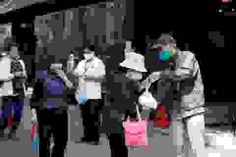 Chuyên gia: Việt Nam có thể ngăn chặn suy thoái kinh tế nhờ chống dịch tốt