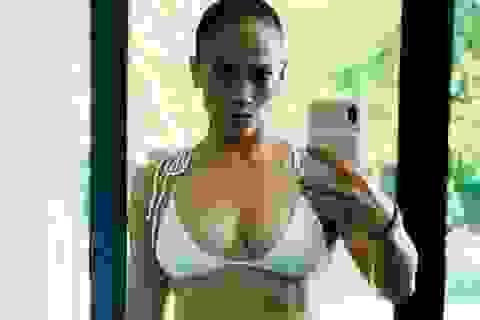 Jennifer Lopez cằn nhằn khi đầu bếp chuẩn bị cơm