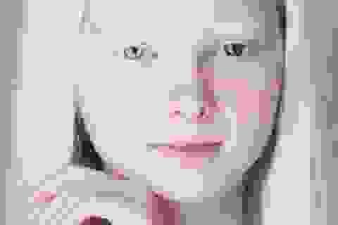 Sự thật về cô gái có vẻ đẹp khác thường thu hút cư dân mạng