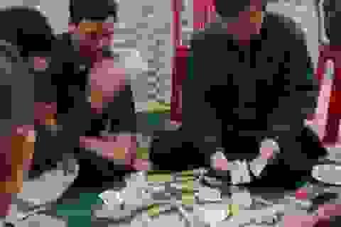 Gia hạn thời gian đình chỉ công tác chủ tịch xã đánh bạc giữa đại dịch