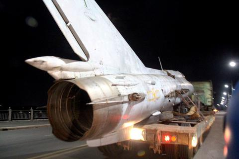 """Máy bay, xe tăng, thiết giáp """"diễu phố"""" trong đêm"""