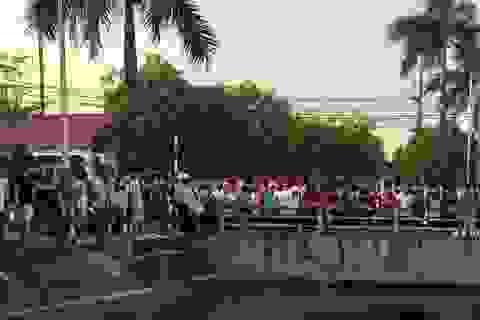Hà Nội: Bị dòng nước cuốn vào gầm cầu, 2 bác cháu đuối nước thương tâm