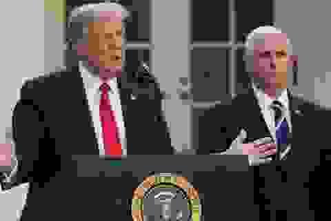 Sách mới nói ông Pence từng sẵn sàng thay ông Trump điều hành chính phủ