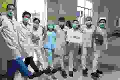 Crocs tặng 800 đôi dép cho đội ngũ y bác sĩ tuyến đầu chống dịch Covid-19