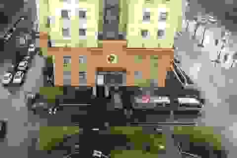 """Hà Nội: Người đàn ông nghi nhảy từ tầng 18 vì """"không muốn phiền ai"""""""