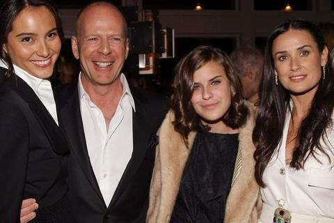 Bruce Willis mừng ngày của mẹ cùng vợ mới, vợ cũ