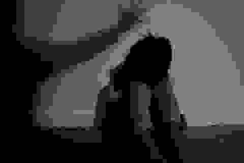 """Bắt giữ khẩn cấp nghi can hiếp dâm con gái 11 tuổi của """"vợ hờ"""""""