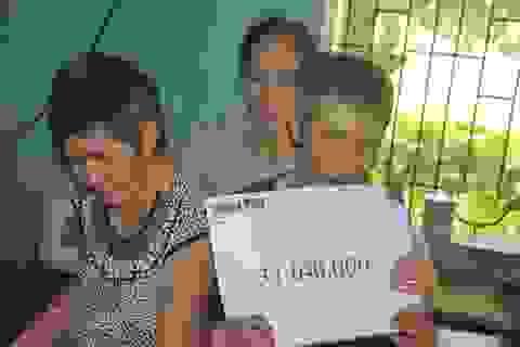 Người đàn ông mù chăm em gái tâm thần xin dừng hỗ trợ