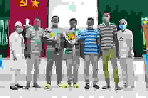 Bàn giao 5 thủy thủ Indonesia bị nạn trên biển