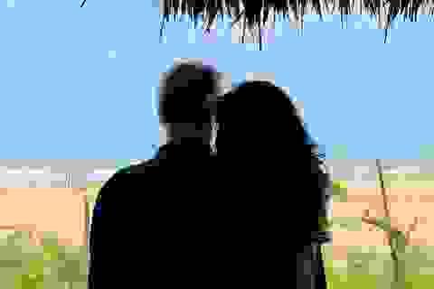 Diva Thanh Lam công khai ảnh tình tứ bên người đàn ông lạ mặt
