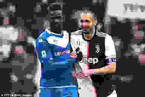 """""""Ngựa chứng"""" Balotelli tiết lộ phải ăn cả bìa các tông giữa mùa dịch"""