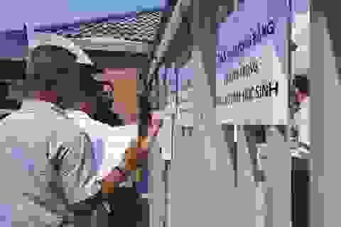 """""""Tiếp"""" phụ huynh qua song cửa, Trường Quốc tế Mỹ khẳng định không né tránh"""