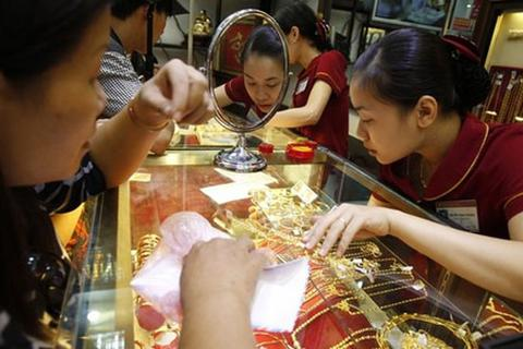 Giá vàng tiếp tục tăng cao, nhà đầu tư tăng mua