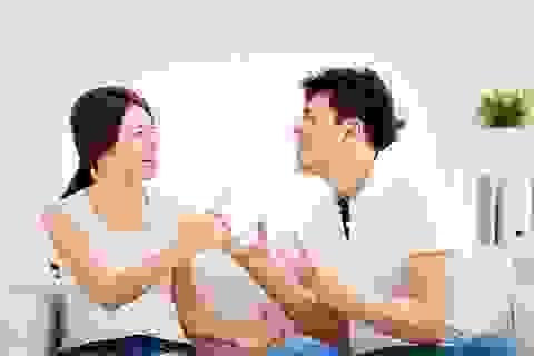 """Đang """"lâm trận"""", chồng vẫn bộc lộ tính keo kiệt khó tin"""