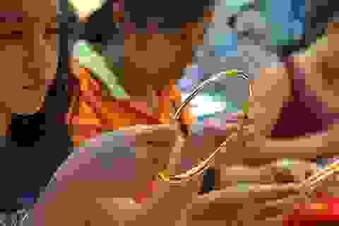 Giá vàng tăng vọt hướng về mốc 49 triệu đồng/lượng