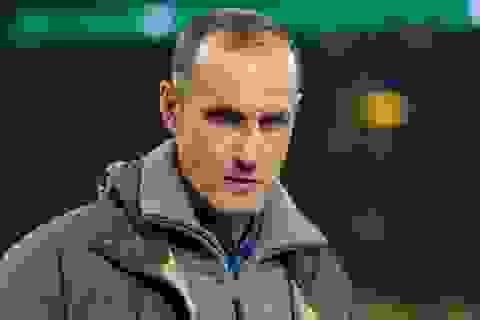 HLV ở Bundesliga bị cấm chỉ đạo vì tự ý đi mua... kem đánh răng