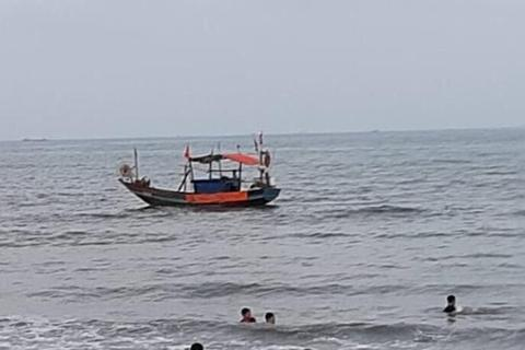 Nỗ lực tìm kiếm nam sinh lớp 8 mất tích khi tắm biển