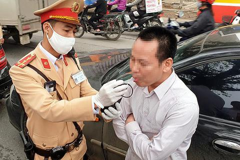 """Hơn 300 tài xế """"ma men"""" bị xử phạt trong ngày đầu tổng kiểm soát"""