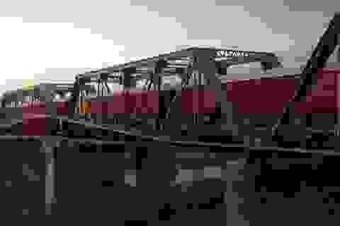 Kỳ lạ: Khách sạn nằm chênh vênh trên đường ray của cầu sắt