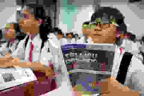 """Biên soạn sách giáo khoa mới, Bộ Giáo dục """"trâu chậm… uống nước đục""""?"""