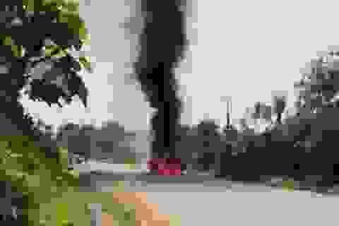 Xe Santafe bốc cháy trên đường, tài xế bỏng nặng