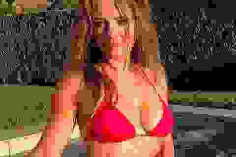 Elizabeth Hurley vẫn gợi cảm ở tuổi 55