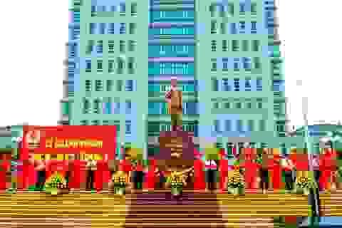 Khánh thành tượng đài Bác Hồ tại khuôn viên Công an tỉnh Nam Định