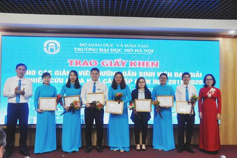 Trường ĐH Mở Hà Nội khen thưởng 105 SV có thành tích nghiên cứu khoa học