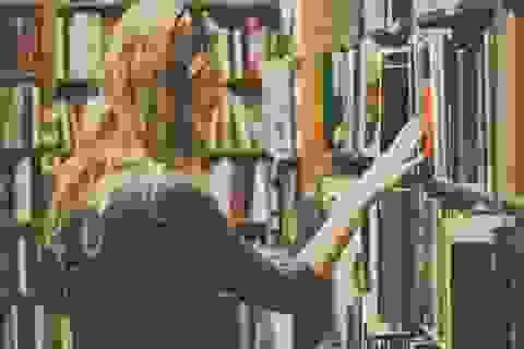 Sách phải đem cất 3 ngày, sau mỗi lần có khách hàng động tới