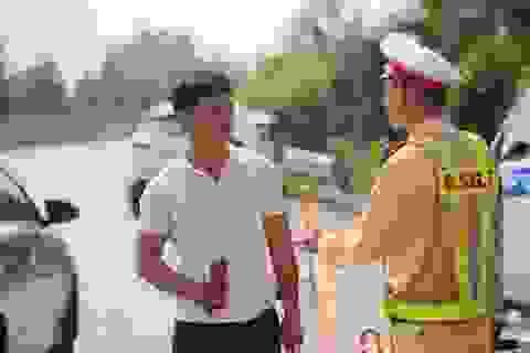 Cảnh sát triển khai mẫu test nhanh ma túy trên cao tốc Nội Bài - Lào Cai
