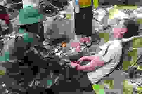 Quân y vượt rừng kịp thời cứu người bị ong đốt nguy kịch