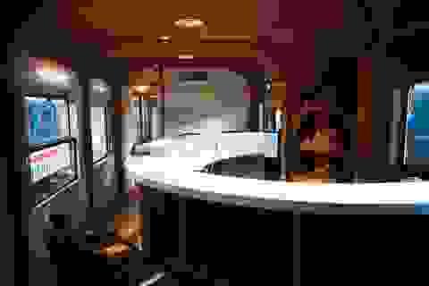 Khám phá tàu hoả trang bị quầy bar, phòng massage phục vụ khách