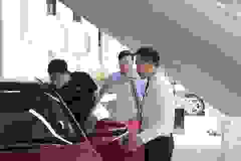 """""""Ngược đời"""" mua ô tô: Đặt nhiều tiền cọc nhưng không muốn nhận xe sớm"""