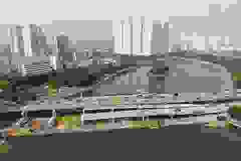 Gấp rút xây dựng hai cây cầu vượt thấp qua hồ Linh Đàm