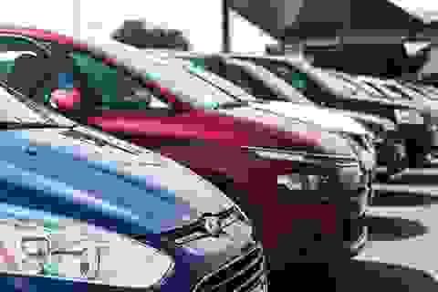 Được giảm phí trước bạ, ô tô nội cắt khuyến mãi, tăng giá