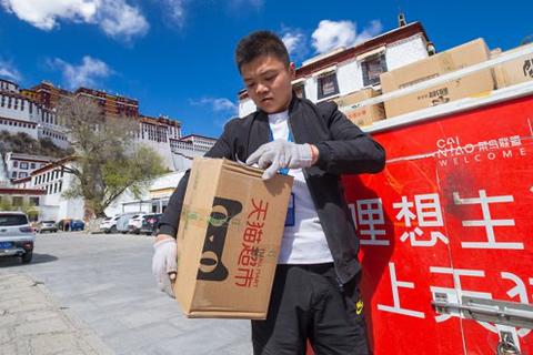Vừa mua hàng đã đổi ý, khách Trung Quốc bị cấm mua hàng… 980 năm