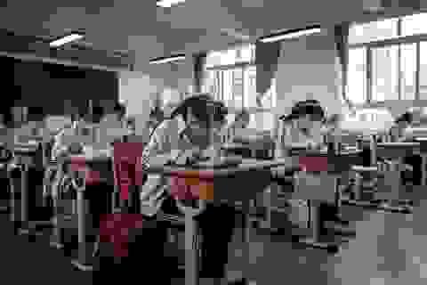 Trung Quốc: Học sinh Bắc Kinh đeo vòng theo dõi thân nhiệt