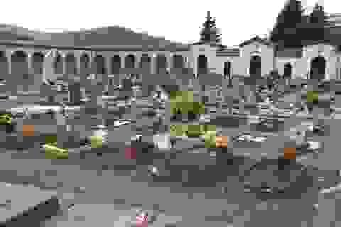 """""""Cơn sóng thần"""" Covid-19 càn quét một thế hệ ở Italia"""