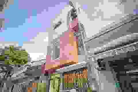 Xây dựng chỉ 750 triệu đồng, nhà trong hẻm Đà Nẵng vẫn sang chảnh không ngờ