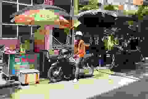 Hà Nội: Hàng nước mía vỉa hè ngày bán 200 lít, mỏi tay đếm tiền