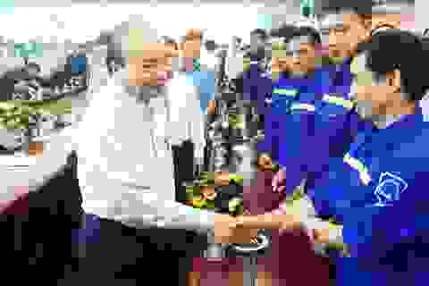 Thủ tướng thăm, tặng quà công nhân, người lao động Công ty Than Hà Lầm.