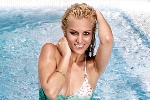 """Bạn gái De Gea """"giải nhiệt"""" với loạt ảnh thả dáng tại hồ bơi"""