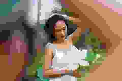 Du khách ngỡ ngàng trước vẻ đẹp của đầm sen trắng độc nhất ở Hà Nội