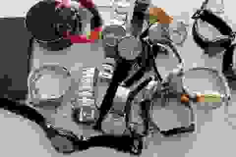 Bắt kẻ nghi trộm hàng loạt đồng hồ hàng hiệu ở trung tâm thương mại