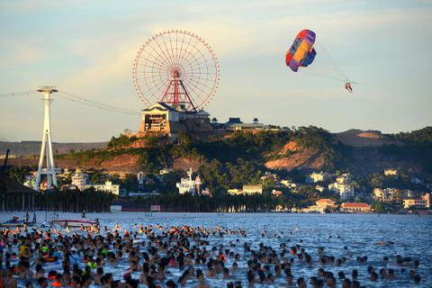 Lượng khách du lịch tới Hạ Long tăng vọt