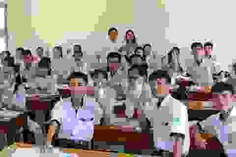 ĐH Kiên Giang tặng hơn 1.000 chai thủy tinh đựng nước cho học sinh Phú Quốc