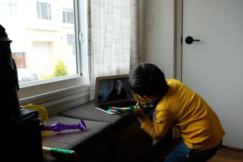 Dịch vụ trông trẻ qua Zoom, FaceTime nở rộ tại Mỹ trong dịch Covid-19