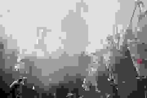 Tàu cá bốc cháy ngùn ngụt trong âu thuyền ở Đà Nẵng